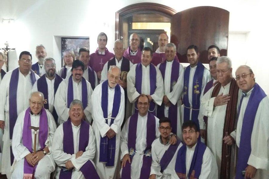 Mons. Santiago Olivera en la foto que marcaba el final del último Retiro Espiritual en Diócesis de Cruz del Eje, antes de ser nombrado Obispo Castrense de Argentina.