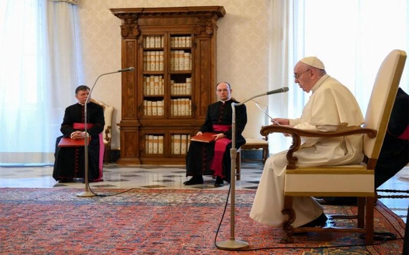 Papa Francisco   La oración es poderosa, porque atrae el poder de Dios y el poder de Dios siempre da vida