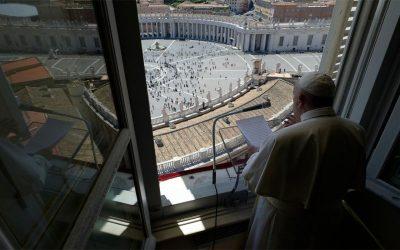 Papa Francisco | El Espíritu Santo es fuego que quema pecados y crea nuevos hombres y mujeres
