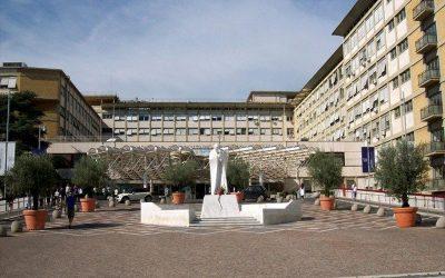 Roma | El Santo Padre ha celebrado Misa, paseó por pasillos del Hospital, continúa mejorando su salud